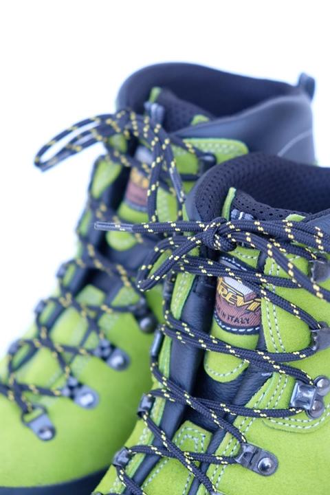 Particolare scarpa montagna